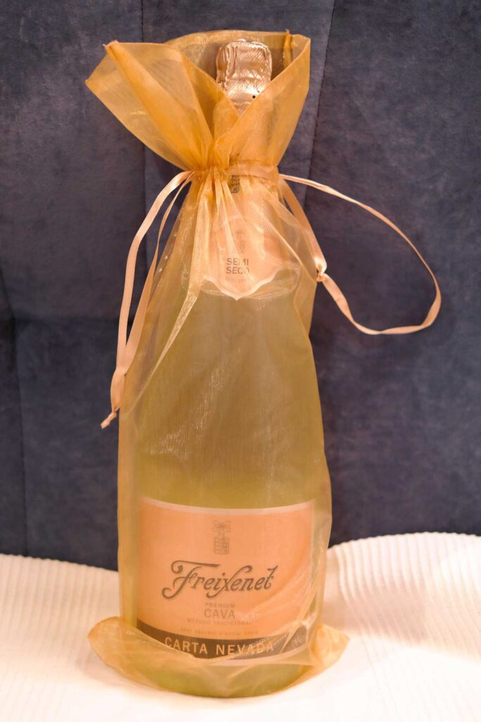 """""""Champagne"""" Freixenet gift wrapped"""